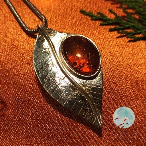 Ezüst medál és kitűző borostyán kővel 67416