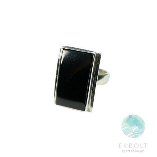 Ezüst gyűrű ónix kővel 67674